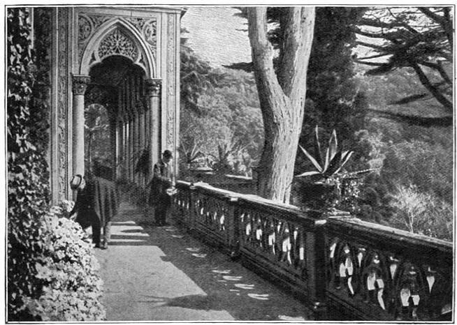 Het terras en het park van Monserrate.