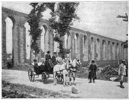 Bogen van een waterleiding te Evora.