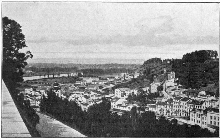 Coïmbra op een heuvel aan de Mondego.