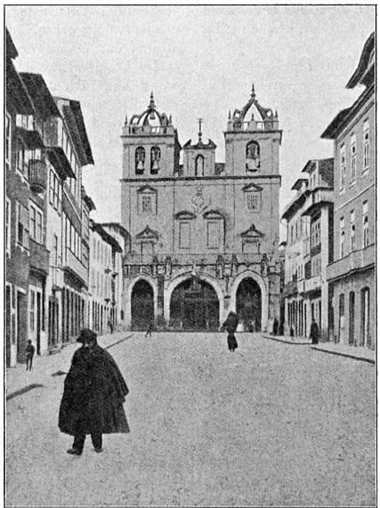 De strenge kathedraal van Braga.